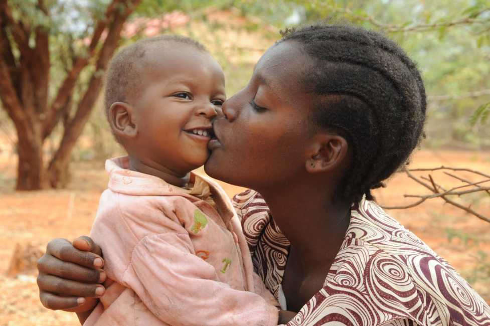 <p><strong>En el mundo hay 200 millones de mujeres y ni&ntilde;as mutiladas; 44 millones son menores de 14 a&ntilde;os </strong>con la prevalencia m&aacute;s alta de esta edad en pa&iacute;ses como Mal&iacute; con un 73%, Gambia con un 56%, Mauritania con un 54% e Indonesia con un 49%.</p><p><strong>La mutilaci&oacute;n genital femenina (MGF) / ablaci&oacute;n y el matrimonio infantil son dos de las pr&aacute;cticas tradicionales m&aacute;s perjudiciales que afectan con mayor frecuencia a las mujeres y ni&ntilde;as hoy en d&iacute;a. </strong>Las devastadoras consecuencias que tienen para la salud, la educaci&oacute;n y la igualdad de las mujeres y ni&ntilde;as las convierten en obst&aacute;culos significativos para el desarrollo.</p><ul><li><strong>En &Aacute;frica</strong>, cada a&ntilde;o unos 3 millones de ni&ntilde;as corren el riesgo de sufrir la Mutilaci&oacute;n Genital Femenina / Ablaci&oacute;n, casi 6 por minuto.</li></ul><ul><li><strong>En el mundo</strong> hay unos 125 millones de mujeres y ni&ntilde;as que sufren las consecuencias de la MGF.</li></ul><ul><li>La mayor&iacute;a de los casos se concentran en la franja que va desde el <strong>&Aacute;frica subsahariana hasta la pen&iacute;nsula ar&aacute;biga.</strong></li></ul><p>&nbsp;</p><p><strong>Pongamos fin a la mutilizaci&oacute;n genital femenina.</strong></p><p>&nbsp;</p>